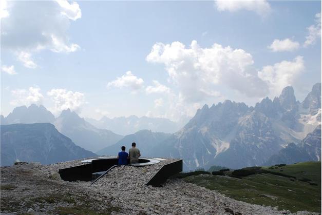 Val Gardena, una terrazza con panorama da sogno sulle Dolomiti ...