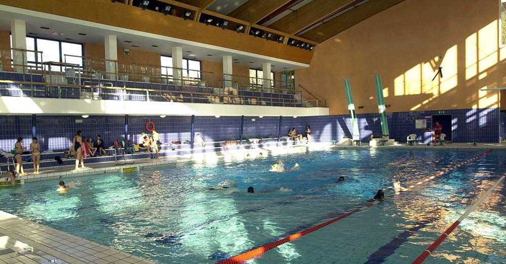 Apre la piscina coperta di viale trieste a bolzano for Piani di piscina coperta