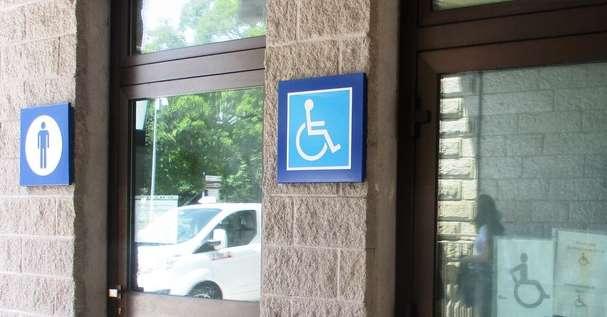 Stazione fs i bagni sono a pagamento e gestiti dal bar - Bagni a pagamento ...