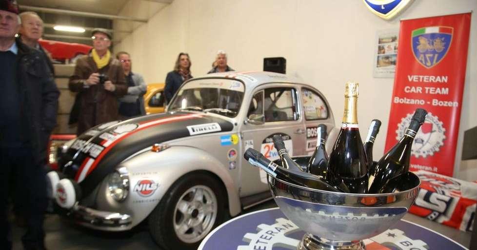 Bolzano il garage del veteran car team il tempio delle for Foto staccate del garage
