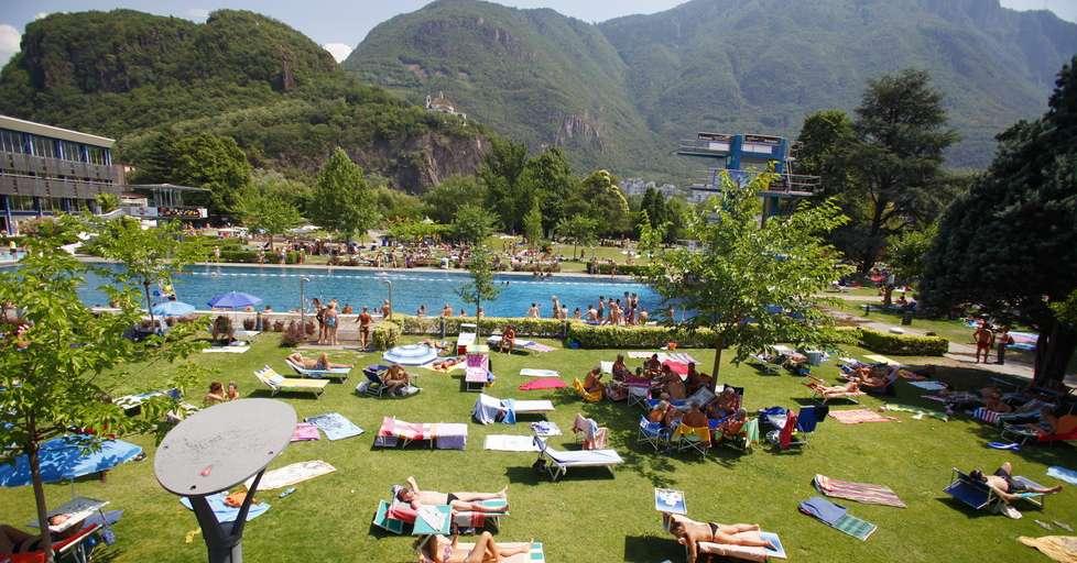 Voglia di acqua le 10 piscine pi amate dai bolzanini - Piscine alto adige ...