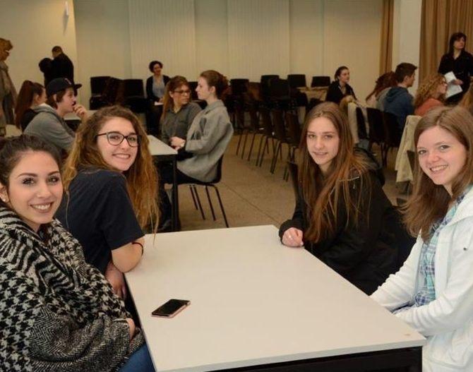 Ufficio Bilinguismo Bolzano : Volontariato linguistico coinvolti ragazzi bolzano
