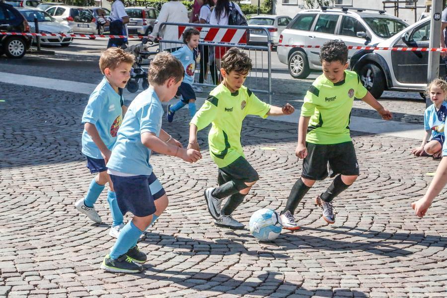 Calcio Per Bambini Bolzano : Calcio di strada i baby calciatori si sfidano in piazza tribunale