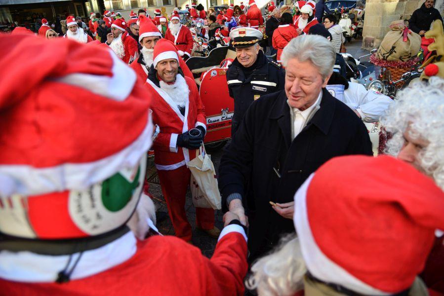 Babbi Natale.Babbi Natale In Moto Che Festa In Piazza Domenicani Foto