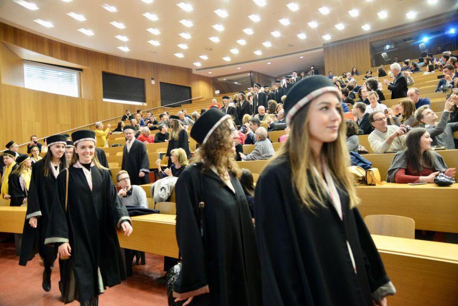 All'Università di Bolzano si consegnano i diplomi - Locale ...
