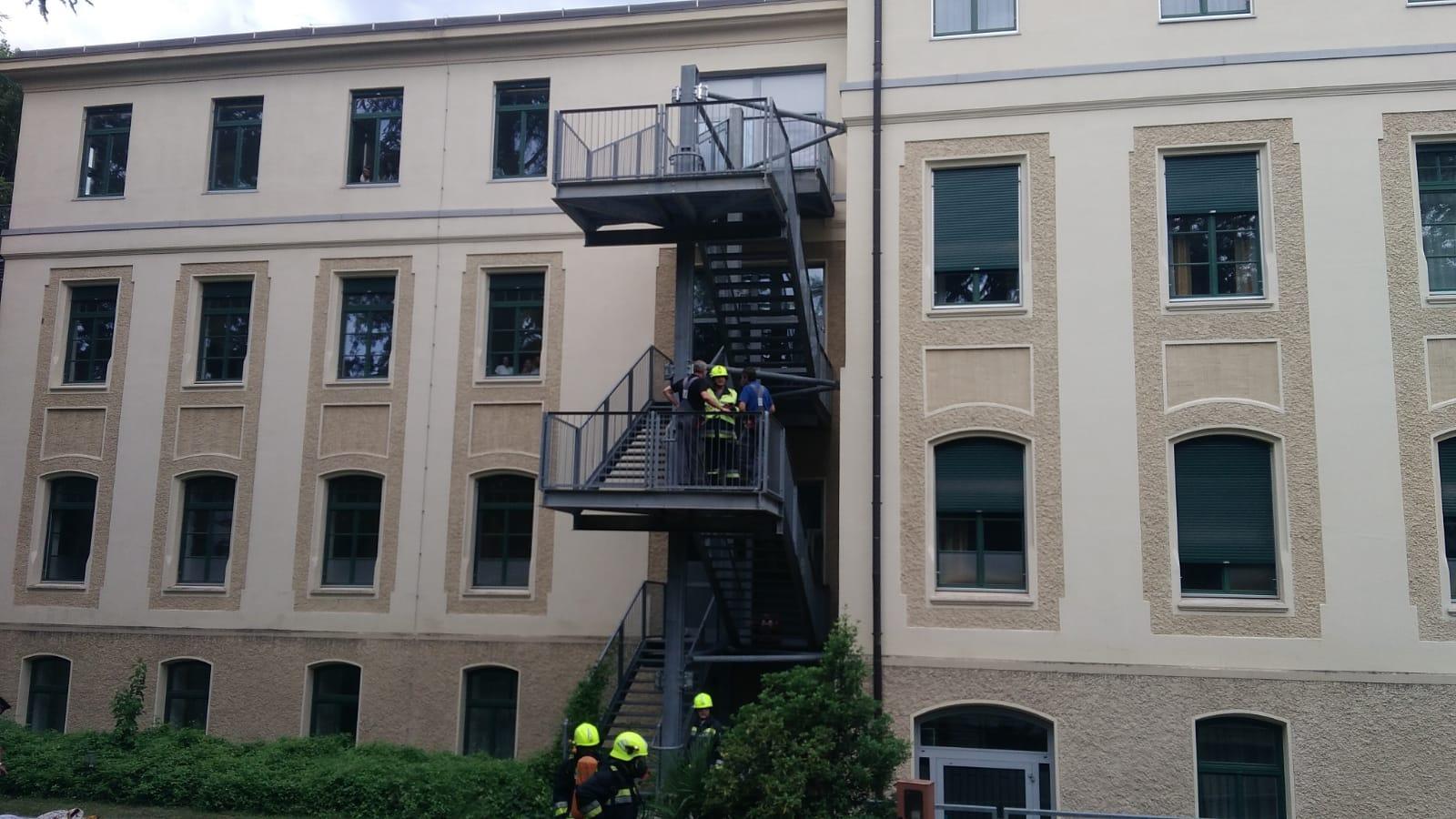 Materassi Merano.Incendio All Ospedale Di Merano A Fuoco Una Coperta E Un