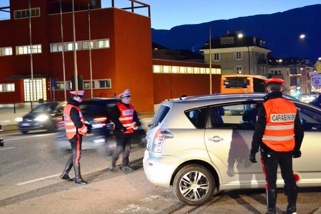 Controlli dei Carabinieri in città: rinvenuti un coltello e droga ...