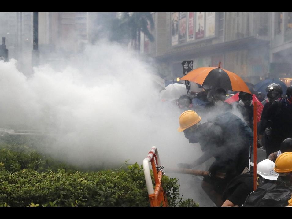 65 arresti a Hong Kong, tra loro anche un 12enne