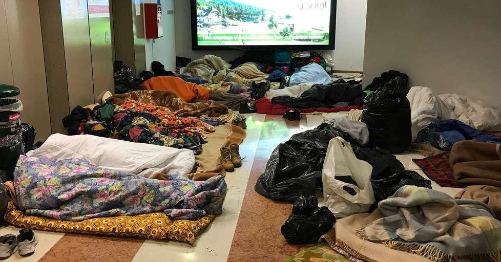 Bolzano 30 profughi accampati nel sottopasso dei piani for Piani artigiani per lotti stretti