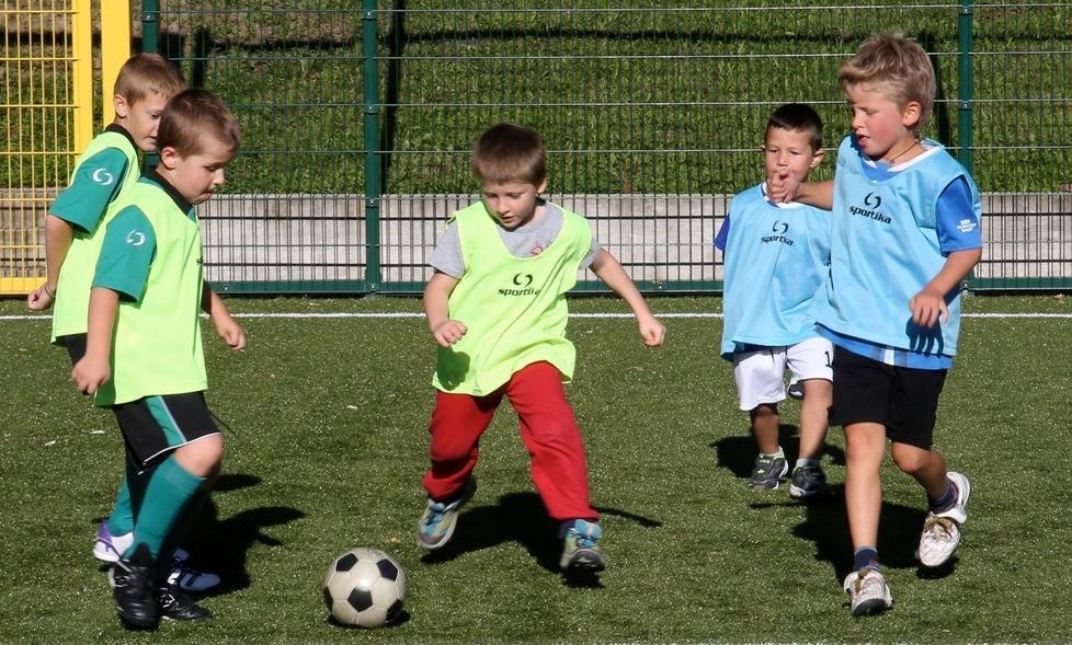 Calcio Per Bambini Bolzano : Campi da calcio per i bambini il pallone diventa u csocial