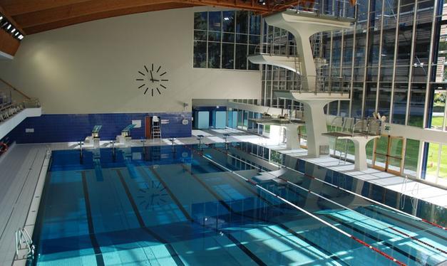 Finiti i lavori riapre la piscina coperta bolzano alto adige - Piscine con scivoli bressanone ...