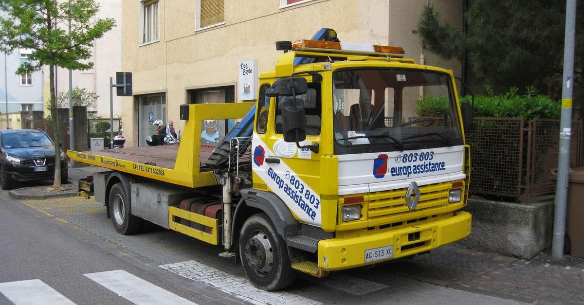 Bolzano il carro attrezzi parcheggia sul posto dei for 3 dimensioni del garage di stallo