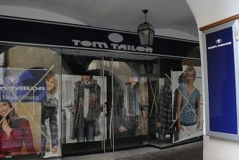 Arriva «Tom Tailor» Sotto i Portici l ennesima catena - Bolzano ... d7cb5dbb17a